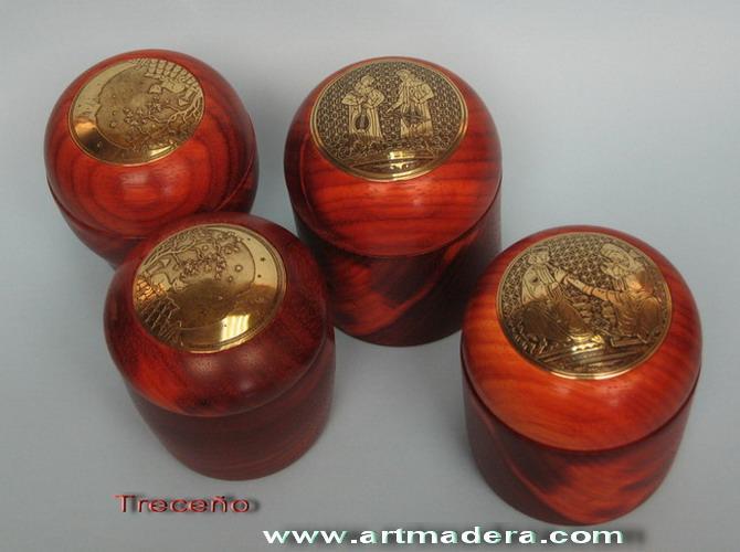 Joyeros de madera de palo rojo y latón envejecido de Teresa Aliagas