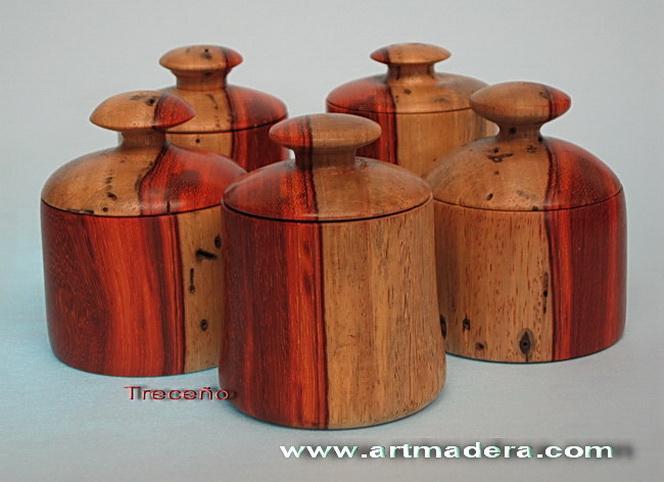 Joyero-cajita de madera de Padauk
